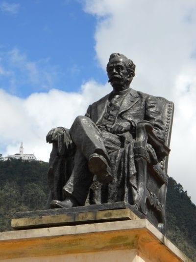 Estatua de Ricardo Palma en Bogotá