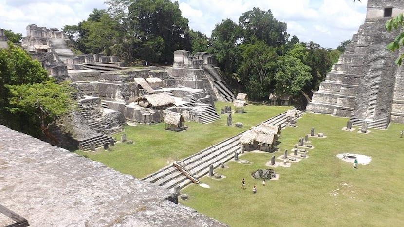ruinas de una ciudad maya