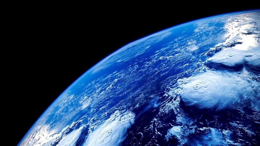 El azul de la Tierra es un color frío