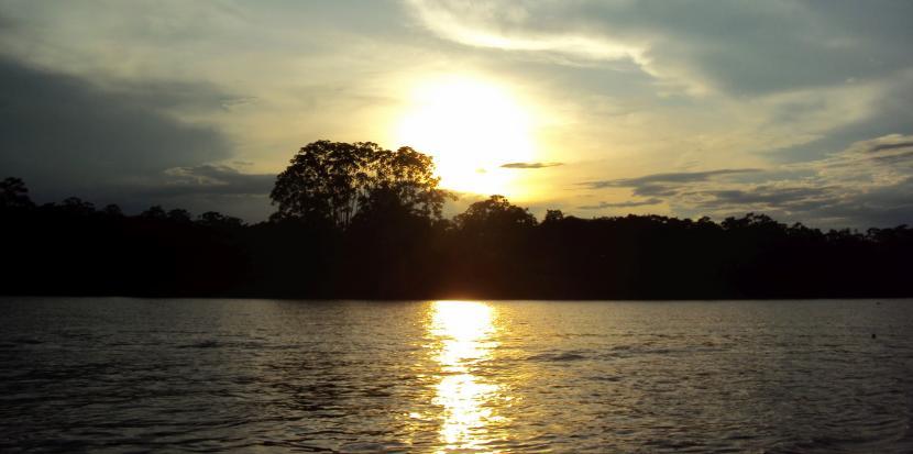 atardecer en rio amazonas