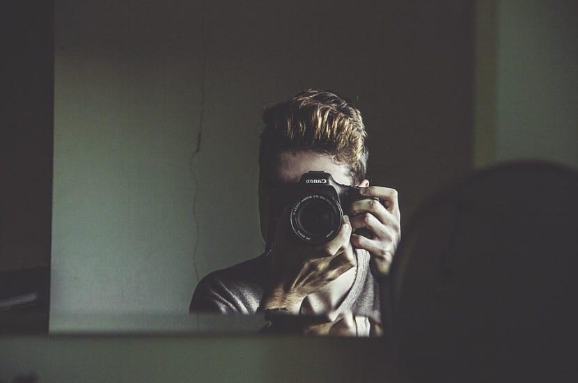 Reflexión de la luz en espejos